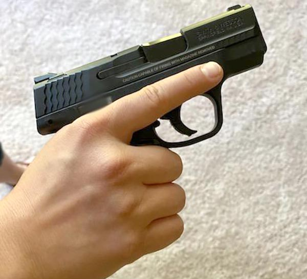 s&w m&p pistol for women with small hands